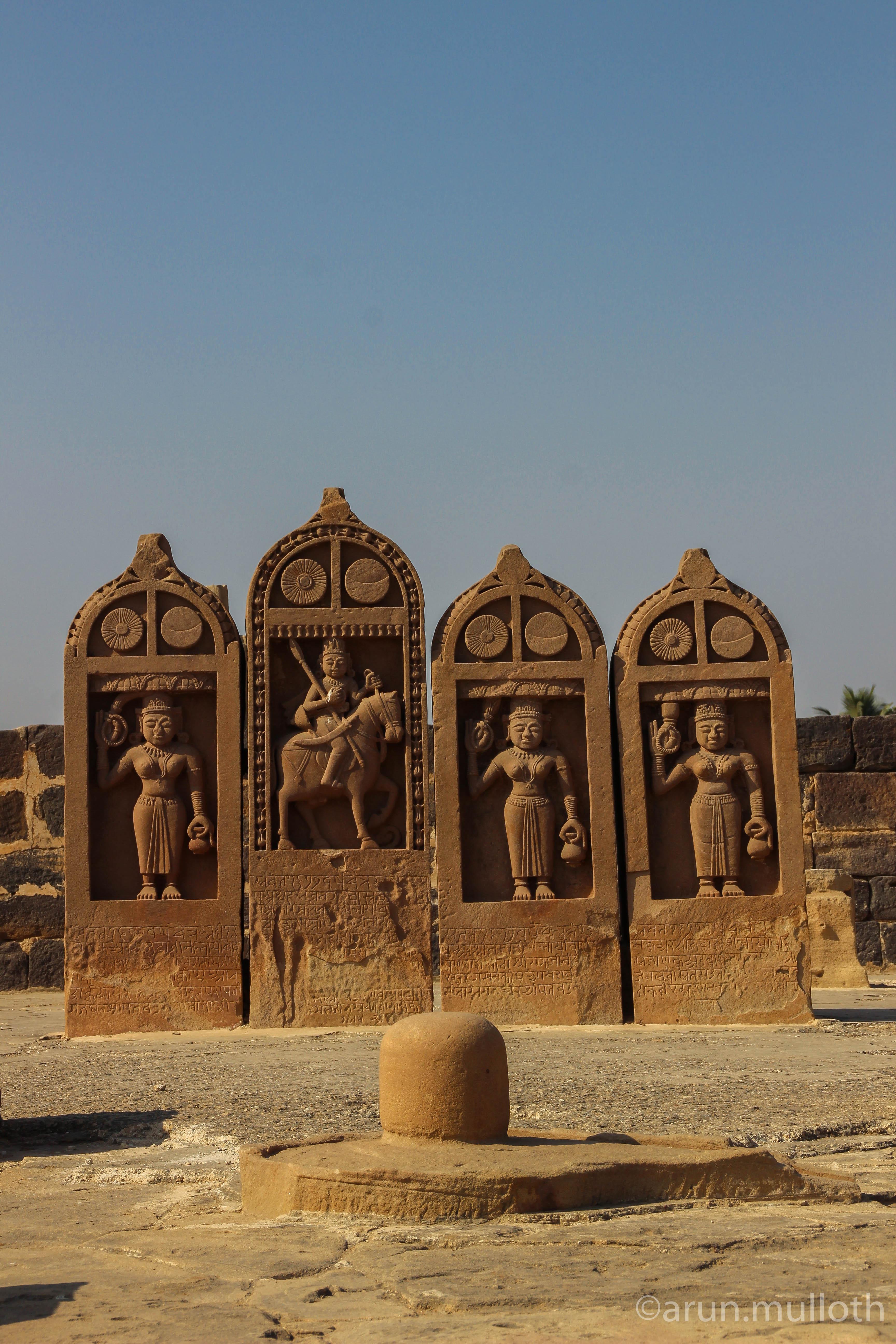 Cenotaphs at Chhatedi, Bhuj