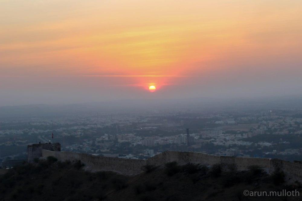 Sunset at Bhujiyo fort
